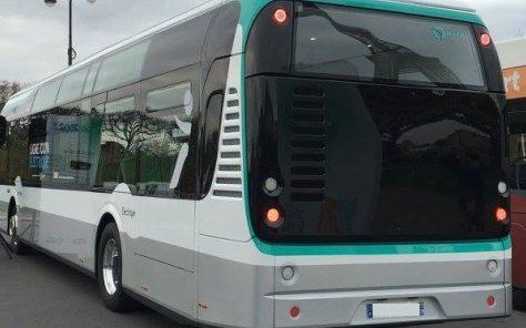 Hayon arrière avec grilles sur bus en situation