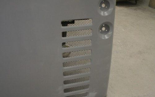 Hayon arrière terminé avec grille intégrée