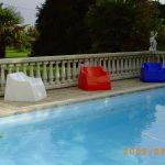 Fauteuils détente, bord de piscine