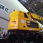 fabrication pièces composites pour véhicule industriel en exposition